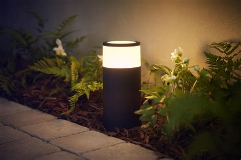 Have a look at Philips Hue's new outdoor smart lights - CNET