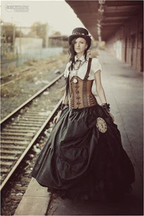 Steampunk Fashion Guide: Bell Skirts